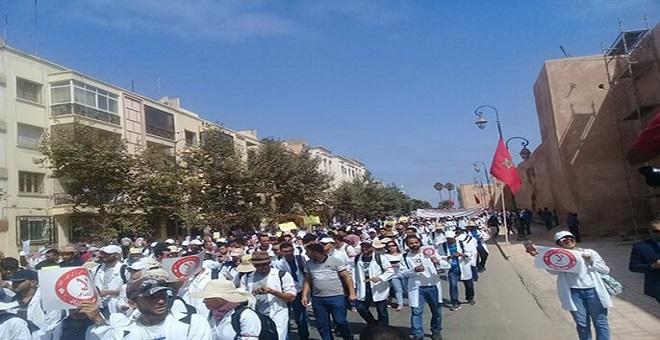 الحكومة .. الاقتطاع من أجور الأساتذة المتعاقدين بسبب الإضراب