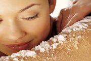 إليك 3 مقشرات طبيعية وفعالة لحمايتك من الجفاف طوال الشتاء