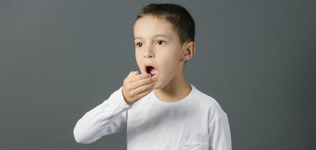 إليك 3 وصفات لتجنب رائحة فم طفلك الكريهة