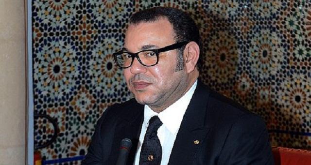 """الملك: المغاربة لا يريدون مؤسسات جهوية تظل """"حبرا على ورق"""""""