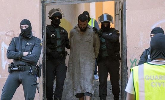 بتعاون أمني مغربي إسباني.. توقيف إرهابي ببرشلونة