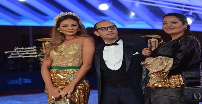 بالصور.. عارضة أزياء تطل من مهرجان مراكش بفستان من ذهب