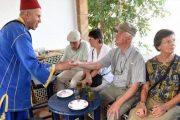للخروج من الأزمة.. تنظيم رحلات استكشافية لسياح أجانب بمدن المملكة