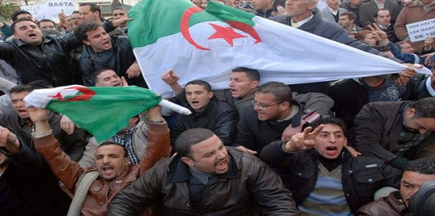 حراك الجزائر يرفض الحوار بإشراف رموز النظام السابق