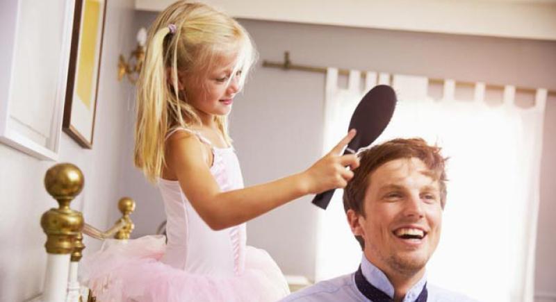 دراسة: إنجاب البنات يطيل عمر الأب!