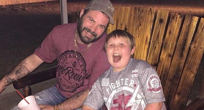 أب يجبر ابنه على إطلاق النار على صديقته ''ليجعل منه رجلا''!