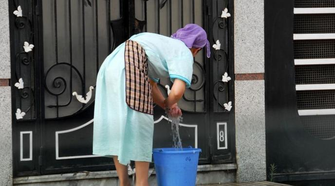 الحكومة تصادق على مرسوم تمتيع العمال المنزليين بالضمان الاجتماعي