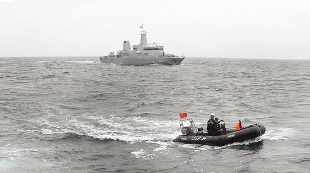 البحرية الملكية تنقذ قارب صيد يحمل 30 صيادا في طرفاية