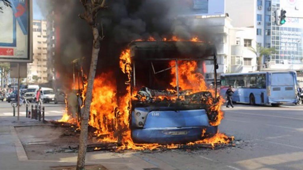 حرائق حافلات ''مدينة بيس'' تفجر غضب بيضاويين ضد مجلس العماري