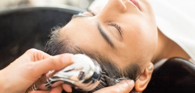 أضرار صحية مخيفة لغسل الشعر يوميًا