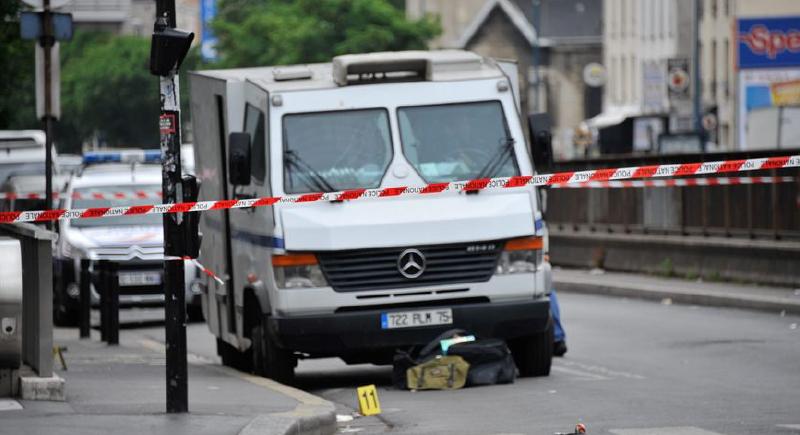 اختفى في باريس: سائق شاحنة لنقل الأموال يستولي على 60 كيسا من النقود