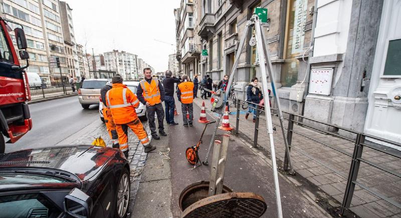 لصوص يسرقون بنكاً في بلجيكا عبر أنابيب الصرف الصحي ويتمكنون من الهرب