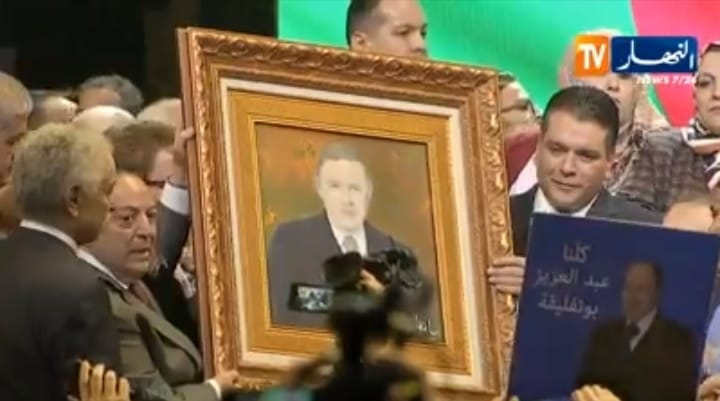 صورة بوتفليقة تثير زوبعة بالجزائر ونشطاء: نريد إنسانا لا كادر