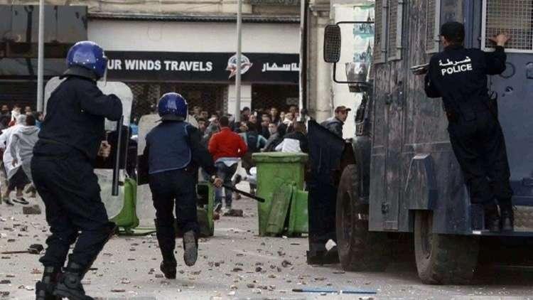 السلطات الجزائرية تستغل الدين لإجهاض الحراك الرافض لترشح بوتفليقة