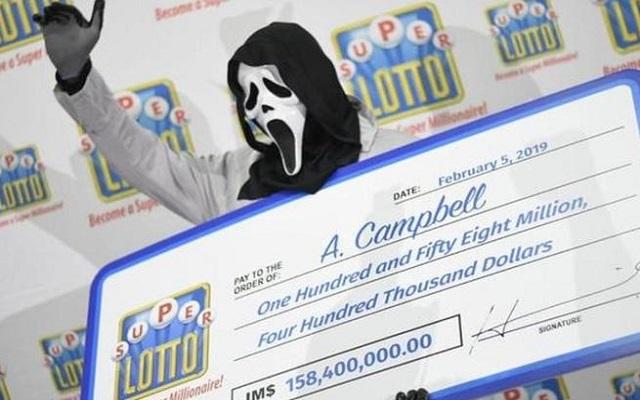 هذا بلان سانك سانك / شخص يفوز بـ مليون دولار ويستلمها متخفيًا ليتفادى أصحاب الديون وطلبات الأهل