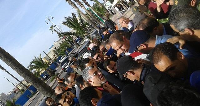 منخرطو ودادية سكنية بسطات يحاصرون الرميد ويطالبونه بالإنصاف