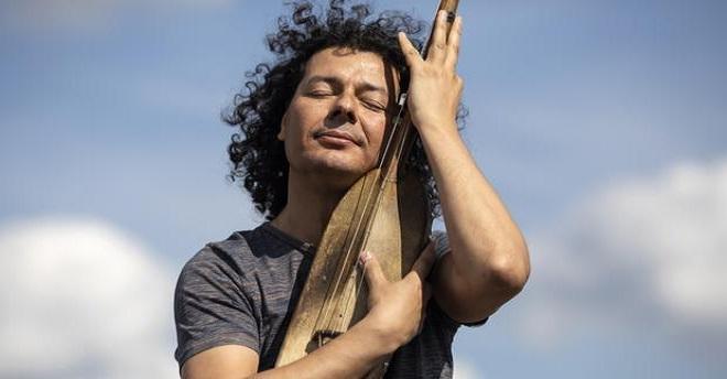 عزيز سحماوي يعرض ثالث ألبوماته في حفل بالبيضاء