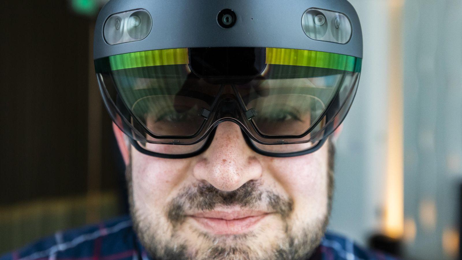 بالفيديو.. مايكروسوفت تكشف رسميا عن نظاراتها المتطورة HoloLens 2