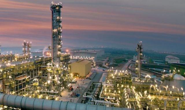 نقابيو البترول والغاز ينتفضون ضد حكومة العثماني ويحذرون من تداعيات قوانينها