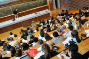 الحكومة تصادق على مرسوم يحدد شروط وكيفية استفادة الطلبة من المنح