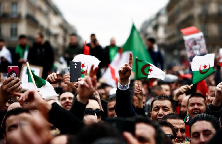 أكبر تجمع لعلماء الدين بالجزائر: إجراءات بوتفليقة مخالفة للدستور