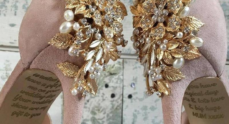 بالصور: رسالة من عالم الاموات على حذاء العروس