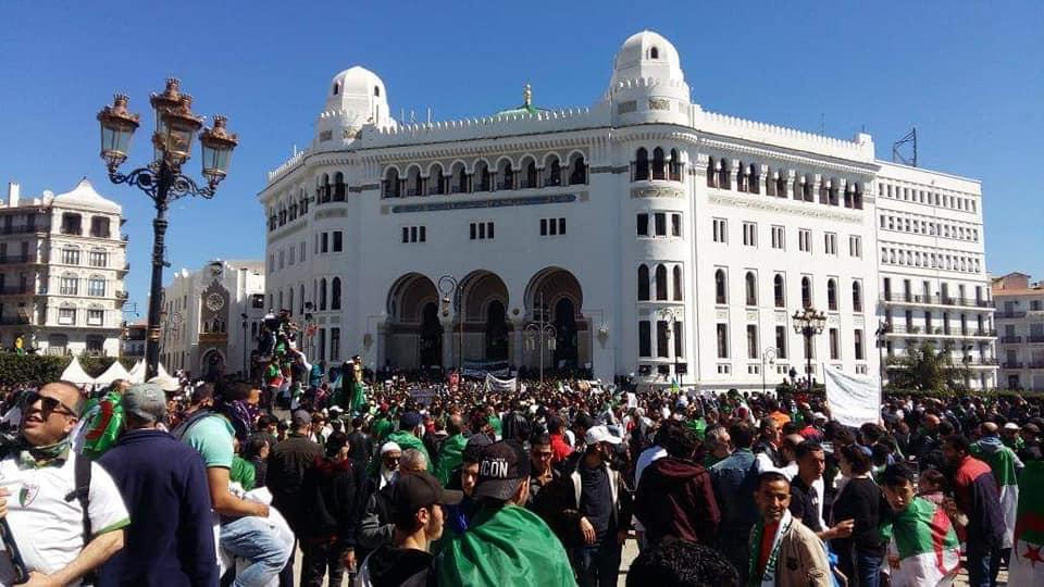 بالصور.. جمعة استثنائية بالجزائر لإنهاء عهد بوتفليقة وتحقيق التغيير