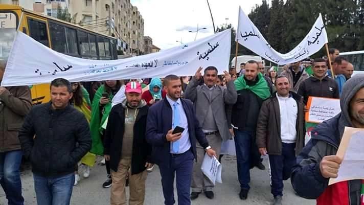 عمال الجزائر يقودون احتجاجات حاشدة ضد النظام ويطالبون بإنهاء عهد الحيف