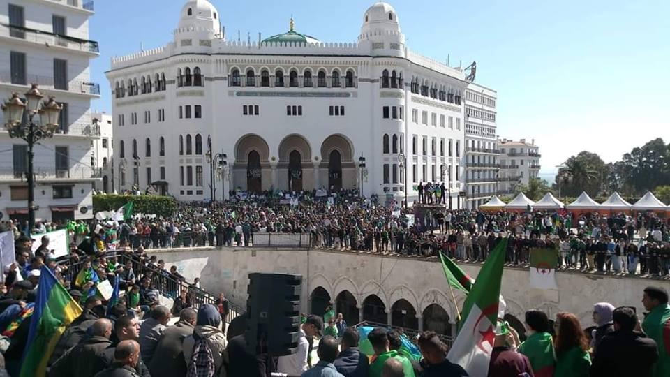''لا رجوع لا خضوع'' شعار يهز الجزائر في سادس جمعة من الحراك