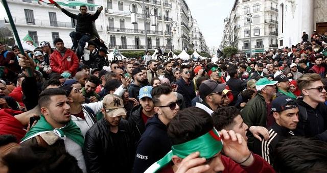 استمرار القفز من سفينة بوتفليقة مع بدء فصل جديد من الاحتجاجات