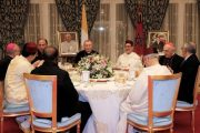 الملك يقيم مأدبة عشاء رسمية على شرف الوفد المرافق للبابا فرانسيس