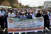 مسيرة الدفاع عن التعليم العمومي تهاجم الحكومة وتندد بفوضى القطاع