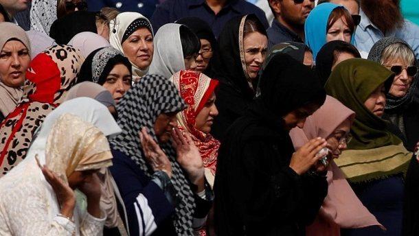 بالصلاة والحجاب.. نيوزلندا تؤبن ضحايا مجزرة المسجدين