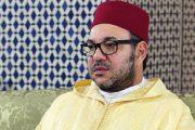 """الملك يؤدي صلاة الجمعة بمسجد """"فلسطين"""" بمدينة سلا"""