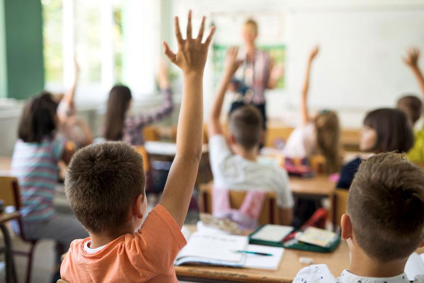 الحكومة تطمئن الأسر المغربية: احتجاجات الأساتذة لن تؤثر على تمدرس التلاميذ