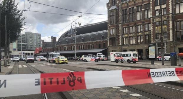 بالصور.. هولنديون وعرب ينعون ضحايا هجوم أوتريخت بالورود ورسائل مؤثرة