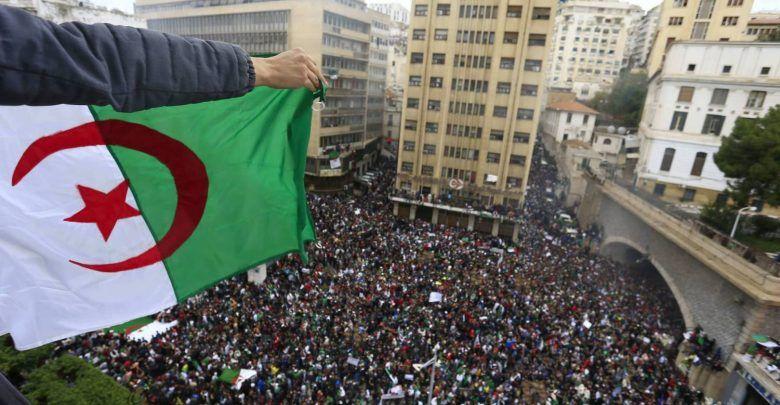 مفارقات الجزائر.. السلطة تتجاهل مطالب الشعب وتشكل حكومة جديدة
