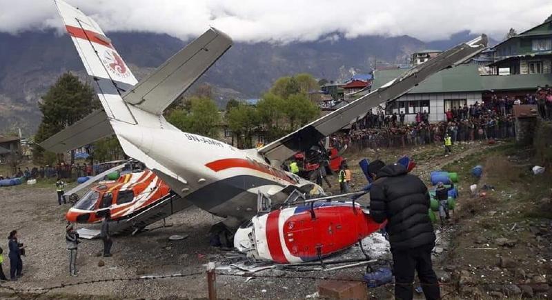 حاث مروع بين طائرة مدنية ومروحية (فيديو)