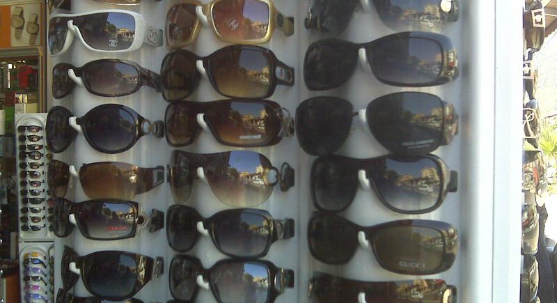نظارات الشمس رخيصة الثمن قد تسبب العمى !
