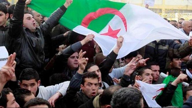 قوى معارضة بالجزائر تقاطع الانتخابات الرئاسية وهذه شروطها