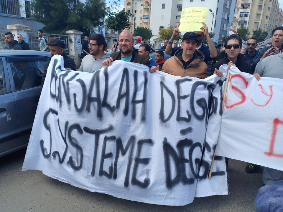 بالصور.. احتجاجات حاشدة وإضرابات في قطاعات حيوية بالجزائر ضد ''الرئيس الجديد''