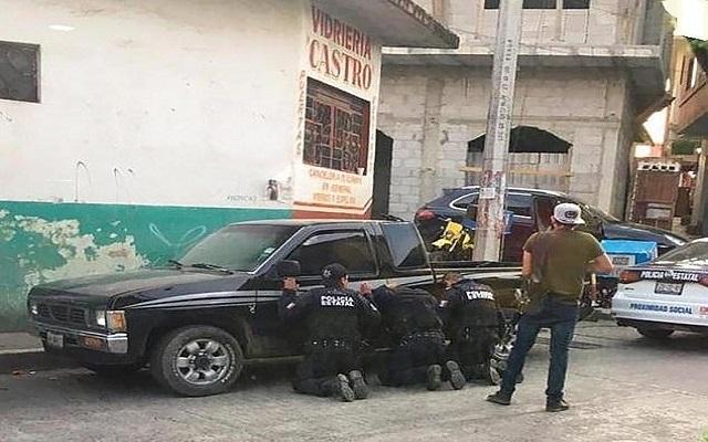 في المكسيك فقط المجرمين يقبضون على الشرطة