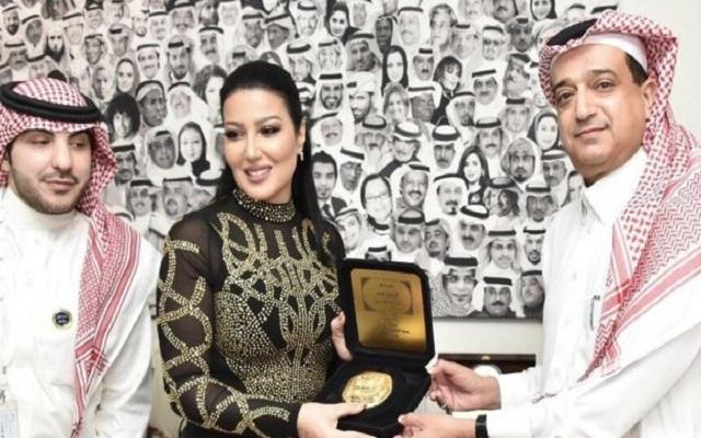 غضب كبير في السعودية بسبب منح ختم الرسول كجائزة للفنانة المصرية سمية الخشاب