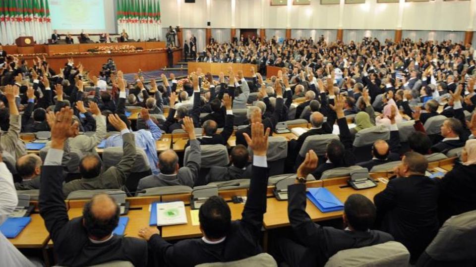 بعد تنحي بوتفليقة.. البرلمان الجزائري يحسم شغور الرئاسة يوم الثلاثاء