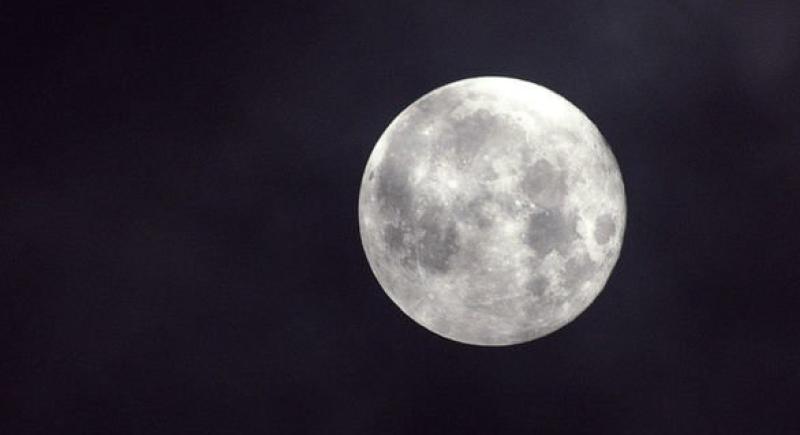 ناسا: القمر على وشك الإنهيار !