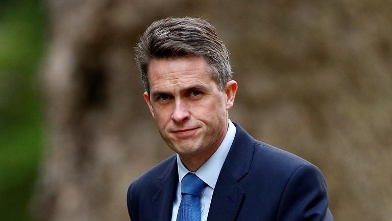 على خلفية تسريبات تتعلق بالأمن القومي.. إقالة وزير الدفاع البريطاني