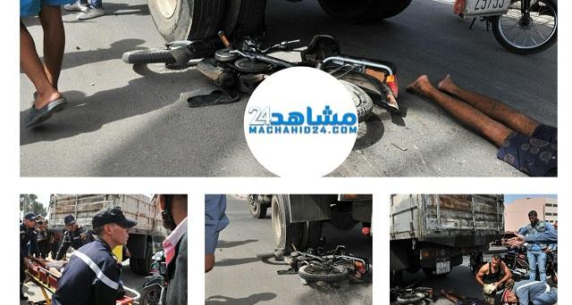 بالصور.. مصرع شاب إثر اصطدام دراجته النارية بشاحنة