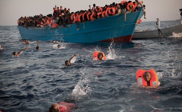 البحرية الملكية تنقذ 169 مهاجراً سرياً بعرض المتوسط