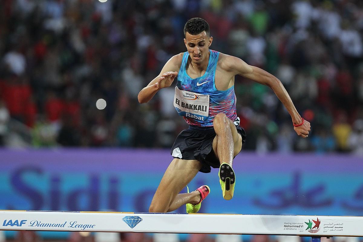 العداء المغربي سفيان البقالي يفوز بسباق 3000 متر موانع بالدوحة