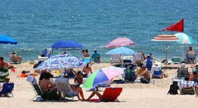 يهم المصطافين.. تطبيق إلكتروني لمعرفة جودة مياه الاستحمام بالشواطئ
